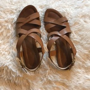 Strapped sandals 🌻